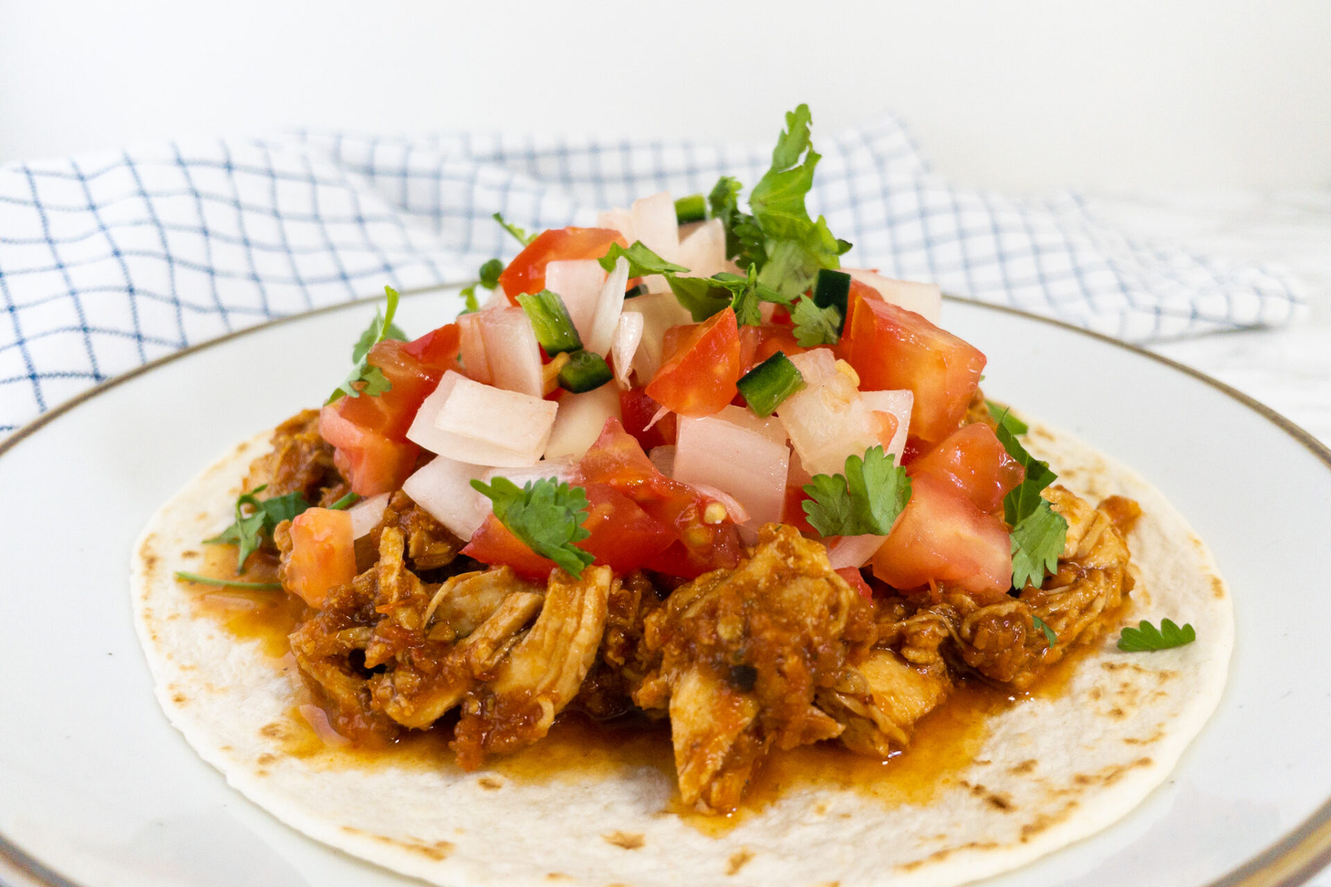 Mexicaans recept Ancho kip taco's met pico de gallo en koriander