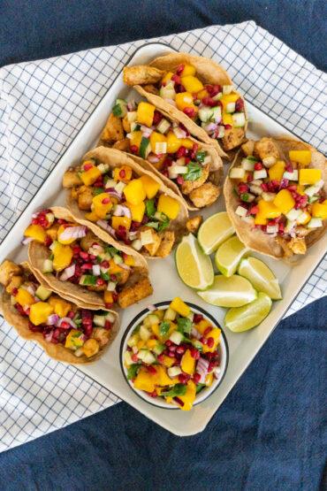 Chipotle kip tacos met mango salsa